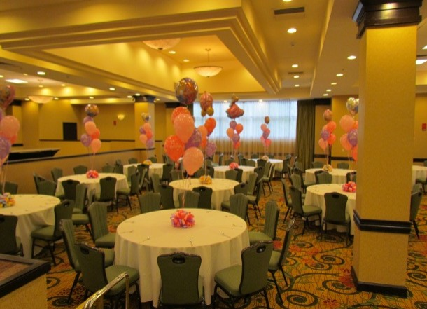 Table setting with balloon centerpiece