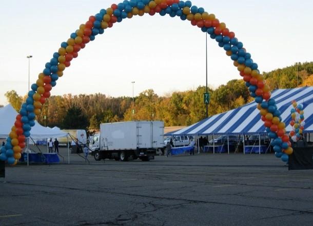spiral-balloon-arch
